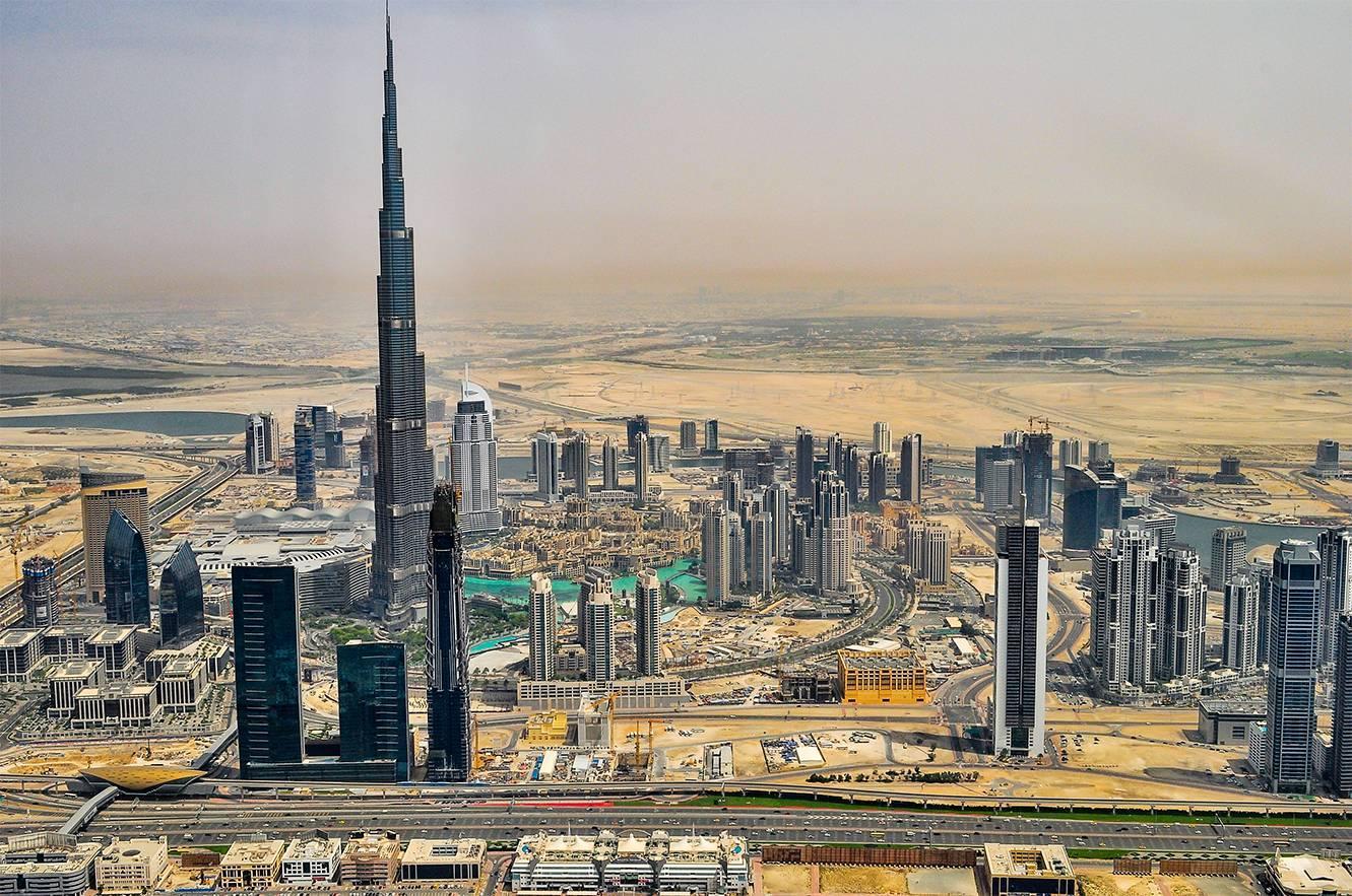 Hanson Takes on Dubai
